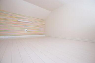 収納や寝室など多用途のロフト