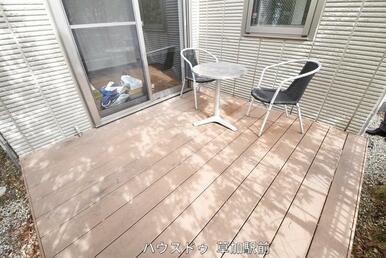 テラスがあるので、外でお日様の光を浴びながらお茶することも可能♪