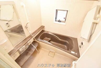 浴槽に段差があるので、いつでも半身浴が可能!湯船に浸かって日々の疲れをリフレッシュ♪