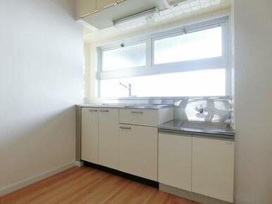 ★キッチンに窓付いてます★