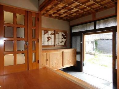 格天井の造りの落ち着いた趣ある玄関