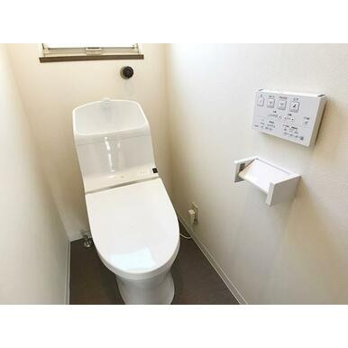 「1階トイレ」新品のウォシュレットトイレです