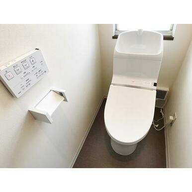 「2階トイレ」新品のウォシュレットトイレです