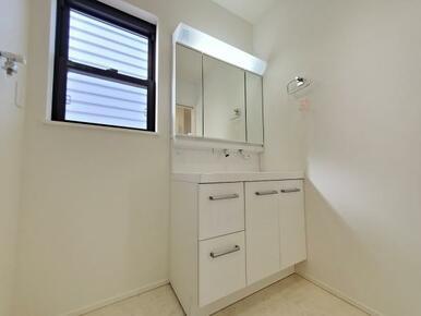 洗面室 洗面からお化粧まで♪忙しい朝の準備に便利な洗髪洗面化粧台!