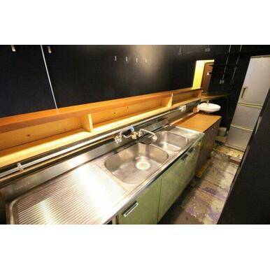 洗い場は二層シンクになっております。