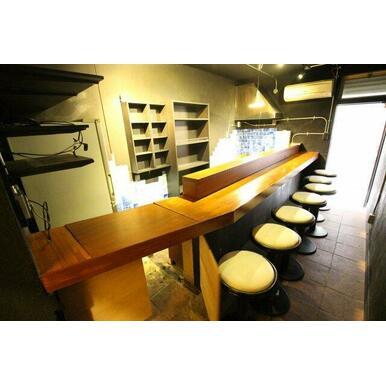 席はカウンターになっているので、お客様との距離が自然と近くなりますので、会話も弾みそうです。