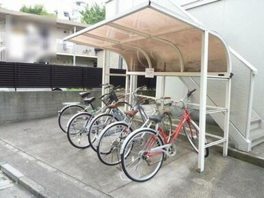 大切な自転車を雨から守る屋根付き駐輪場☆