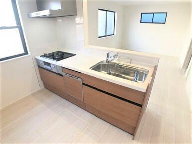 【キッチン】 ご家族の様子を見ながらお料理出来るオープンキッチン!