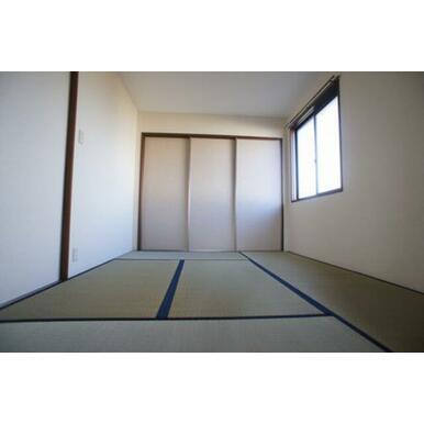 【和室】やっぱり落ち着きます。寝室にぴったりです◆正面は収納です。