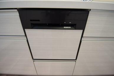 IHクッキングヒーターやビルトインの食器洗浄乾燥機など、使い勝手の良い設備を搭載したキッチン