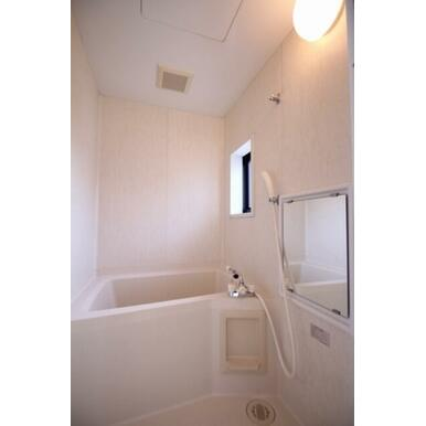 窓のある浴室は湿気対策になります☆毎日ゆったりとお寛ぎ頂けます☆
