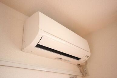 【エアコン】洋室には嬉しいエアコン1台備え付けです☆