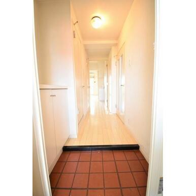 【玄関】散らかりがちな玄関もスッキリまとまる玄関収納。