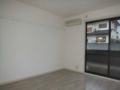 エアコン付きの居室は四季を通じて快適な生活が送れます。