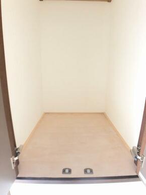 2F廊下収納です