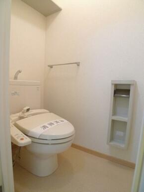 【トイレ】単身間取りではうれしい、バス・トイレ別!!快適生活♪ ツールボックスを設置しております☆