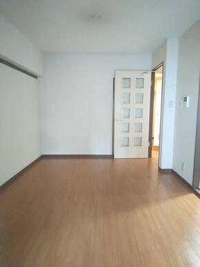 LDKは10帖と広め・家具の配置もしやすいです★