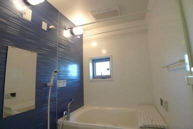 【浴室】1日の疲れを癒してくれるお風呂♪ 追い焚き機能付です!!