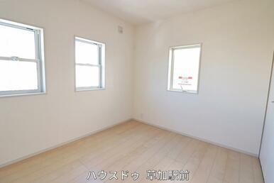 5.2帖の洋室は子供部屋としても利用可能!収納もございます♪