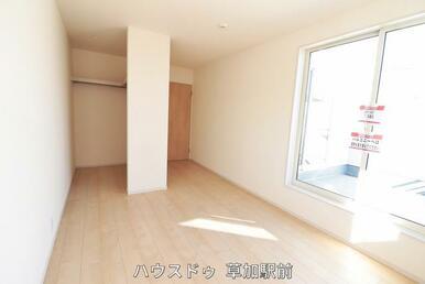 7.5帖の洋室です!寝室としてもい利用可能!朝も光が入りよい目覚めを迎えられそうですね(^^♪