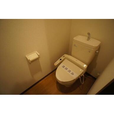 【トイレ】多機能便座付のトイレです!冬は暖かく利用できますね☆
