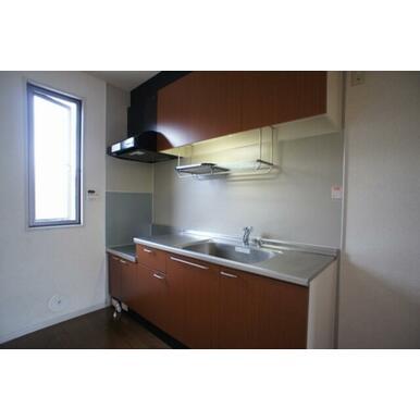 キッチン収納は上下にあり、たくさん収納できます。