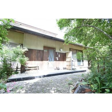 緑萌える自然が溢れる閑静な住宅街に、木のぬくもりを感じる和風邸宅が登場しました。