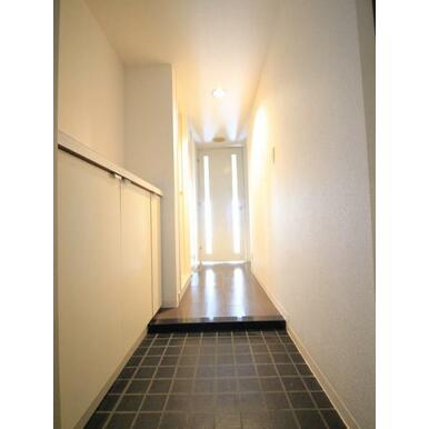 東側洋室は扉を開放して広くお使い頂くことも可能です。