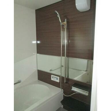 優れた素材と機能性が実現する快適な浴室。
