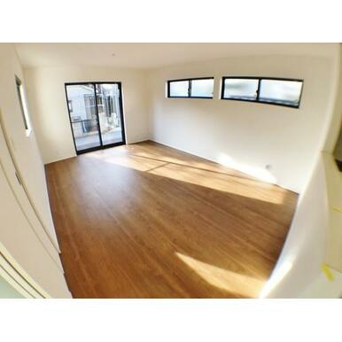 【LDK】 家具を置いても家族がゆったりできる広さ16帖!