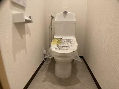 「トイレ」新品に交換済みです。床は水に強く、お手入れも楽なクッションフロアを張り替えました。