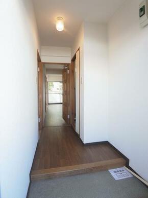 玄関もゆとりのある空間です。ネット無料