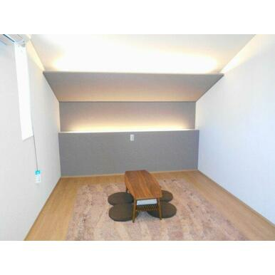 2階8.5帖洋室は間接照明を採用♪2.1帖のウォークインクローゼットもあり寝室にピッタリです!