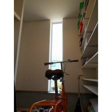 玄関から続くシューズクローゼット。自転車も入る広さです!