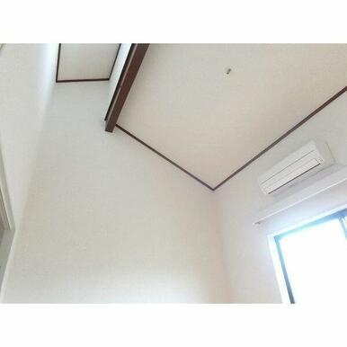 天井が高く開放感があります♪しかもトップライトなので、とっても明るいです!