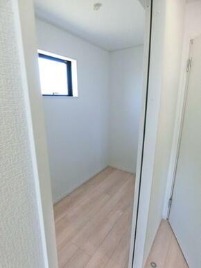 2階洋室8帖 収納