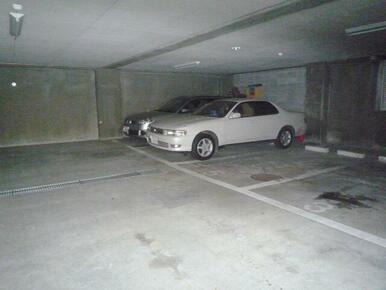地下駐車場(有料・要空き確認)駐車場
