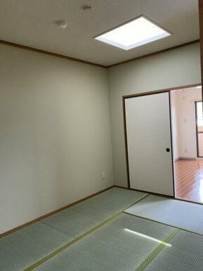 和室とキッチンに2箇所吹き抜け窓があります。