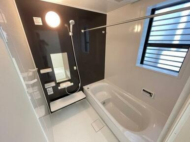 【浴室】ゆったりと脚が伸ばせる1.0坪のユニットバス♪