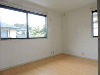 ダイニングから独立した洋室は寝室などにピッタリです♪