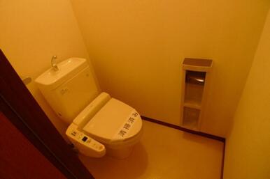 ☆トイレは洗浄機能付便座です☆ペーパーホルダー有♪