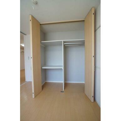 【収納】大容量の収納は、衣類や寝具などたくさん収納できますよ◎