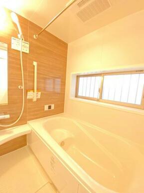 浴室は広すぎずすぐに室内が暖まります