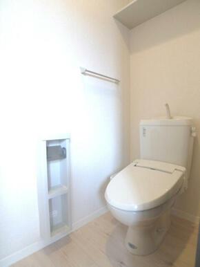 【トイレ】風呂トイレ別☆ あると便利な洗浄機能付便座です♪