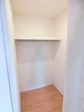 2階洋室6.125帖 収納