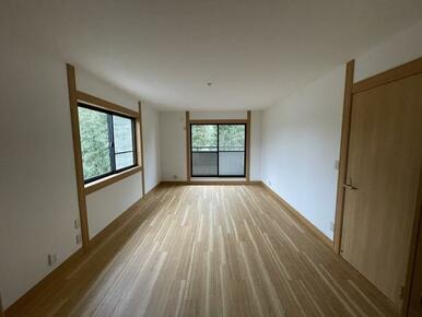 2階約12.7帖洋室 主寝室として利用いただけます。
