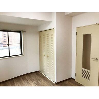 クローゼットの扉は人気の折戸
