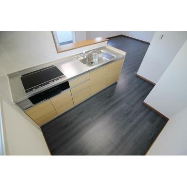 広々キッチンスペース。光熱費節約できるのがオール電化住宅の良いところです!