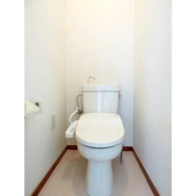トイレは快適な洗浄便座付き