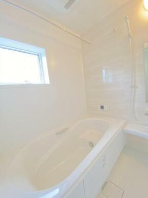 広々とした約1坪の浴室!お子様との入浴タイムも楽しめます♪
